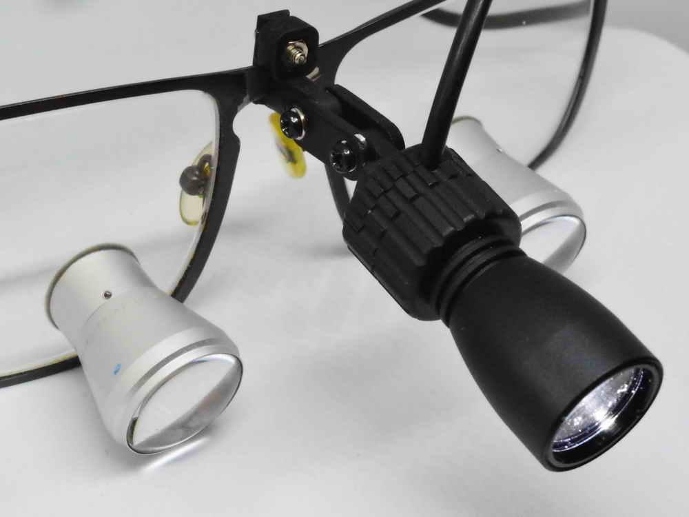 Eigene Lupenbrille mit PowerLight Spot SLA-3D