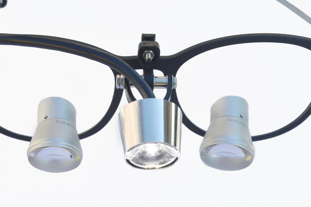PowerLight lite SLA-3D an eigener Lupenbrille